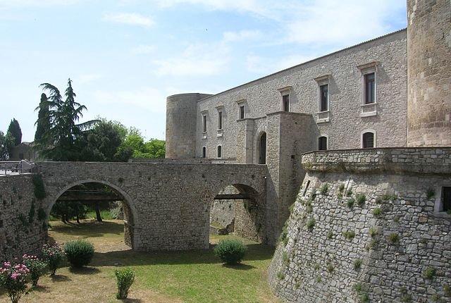 Castello Di Venosa: Lato