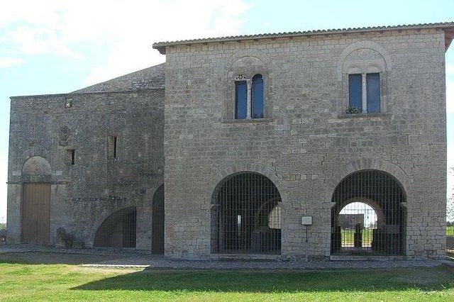 Chiesa Della Trinità Venosa