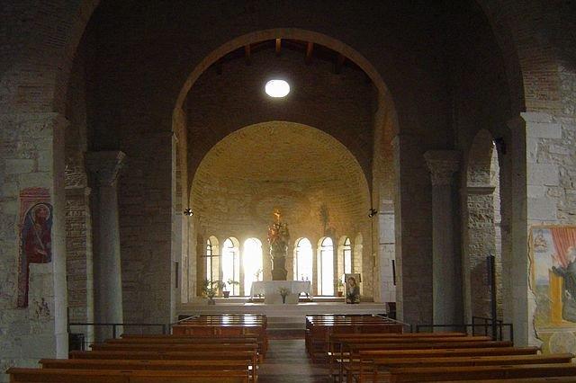 Chiesa Della Trinità Venosa: Interno
