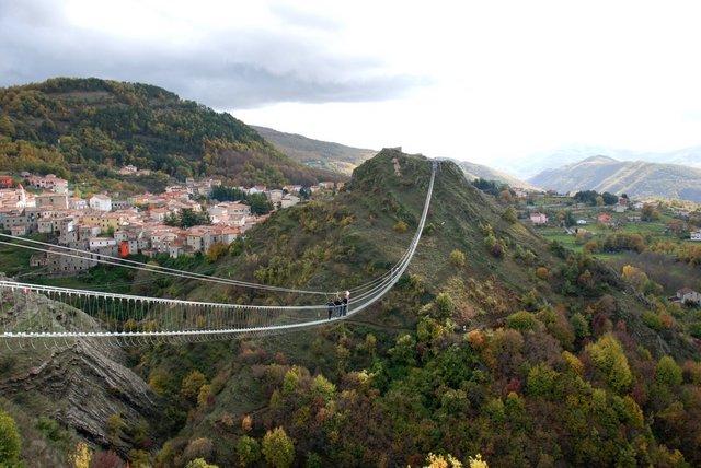 Sasso Di Castalda: Un Ponte Tibetano In Basilicata
